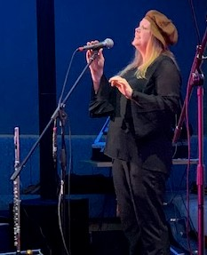 Gill Halliday performing at CeolCampbeltown in the Ardshiel Hotel March 2019
